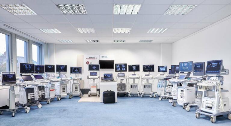 große Ausstellung mit Ultraschallsystemen